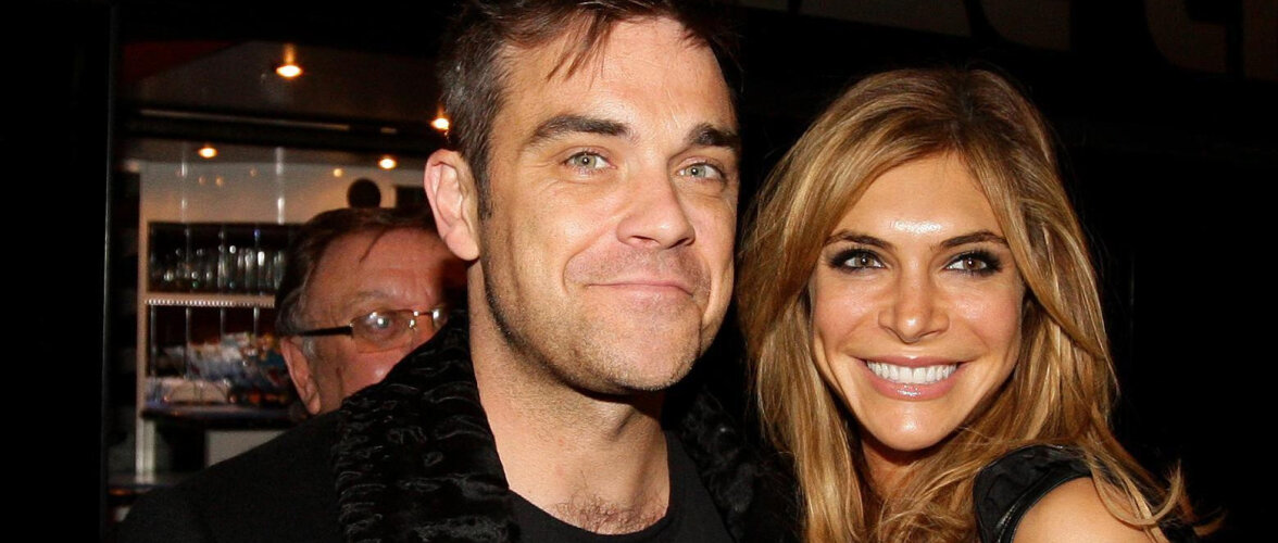 FOTO | Robbie Williamsi abikaasa jagas aastapäeva puhul armsat pulmapilti