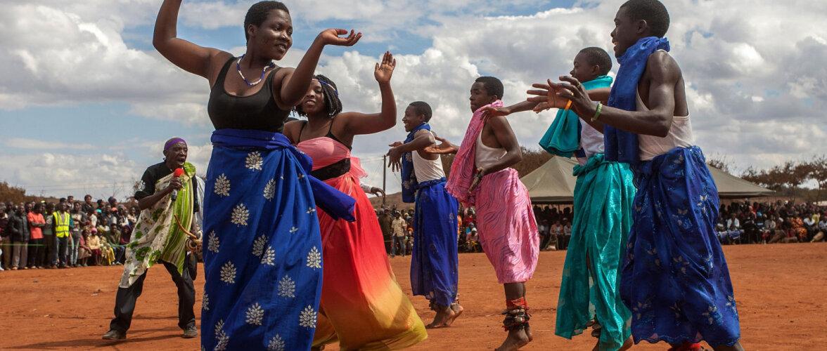 В Малави местные жители напали на журналистов Би-би-си, приняв их за вампиров