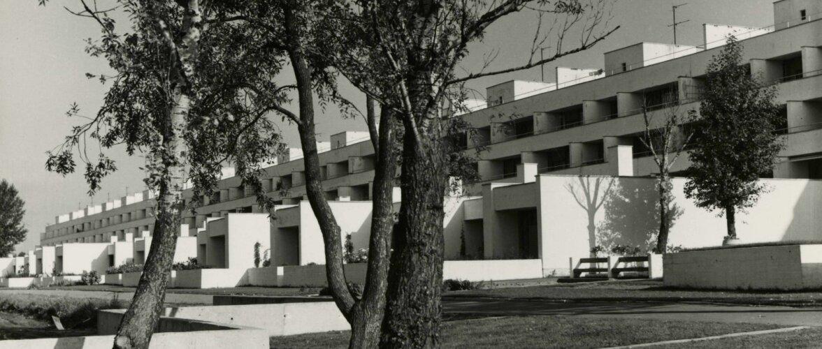 """Arhitektuurilembese monoliitbetooni tõus. Tähelepanu vääriv terrasselamu """"Kuldne Kodu"""""""