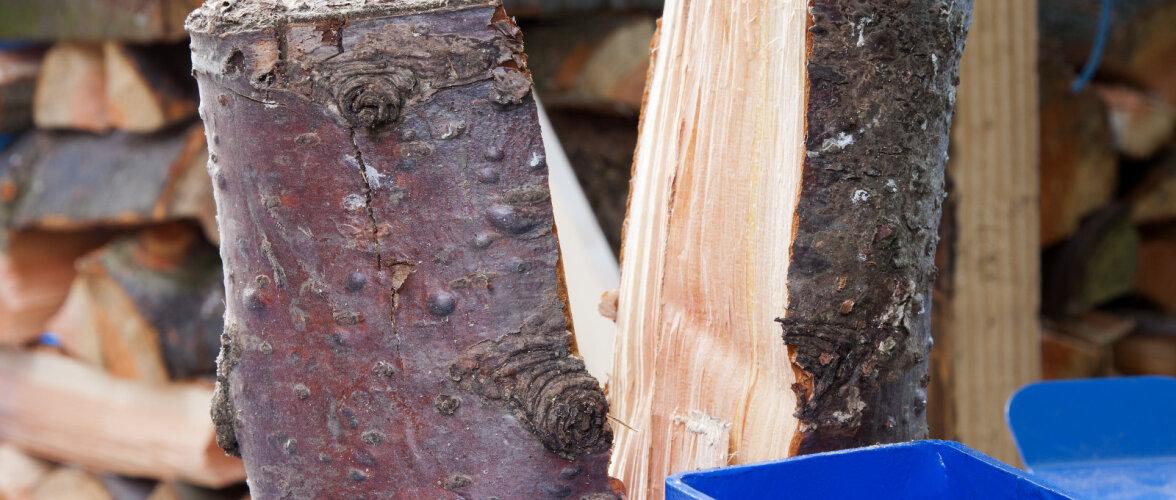 Kirves <em>vs.</em> puulõhkumismasin. Kas tubli töömees hea kirvega suudab mõne lihtsama puulõhkumismasina seljatada?