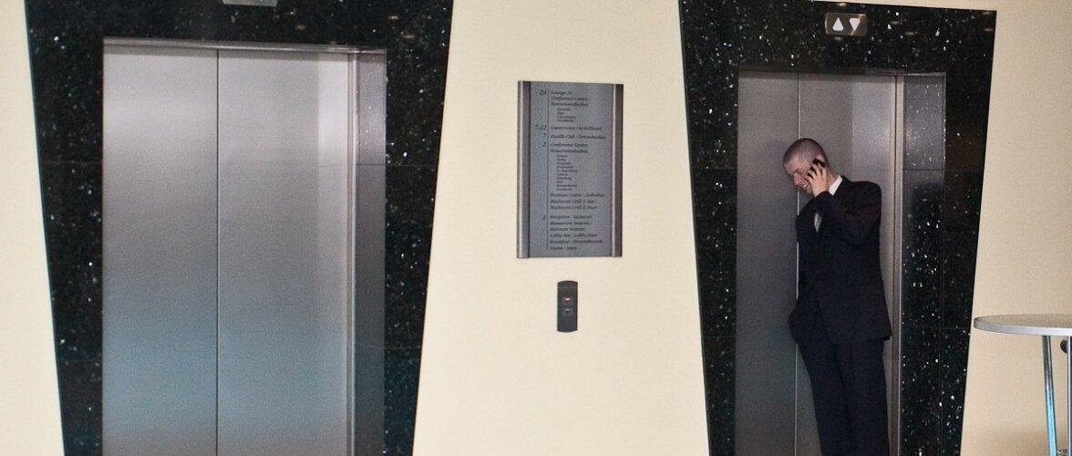 Lift ja kaks lätlast (parempoolses)