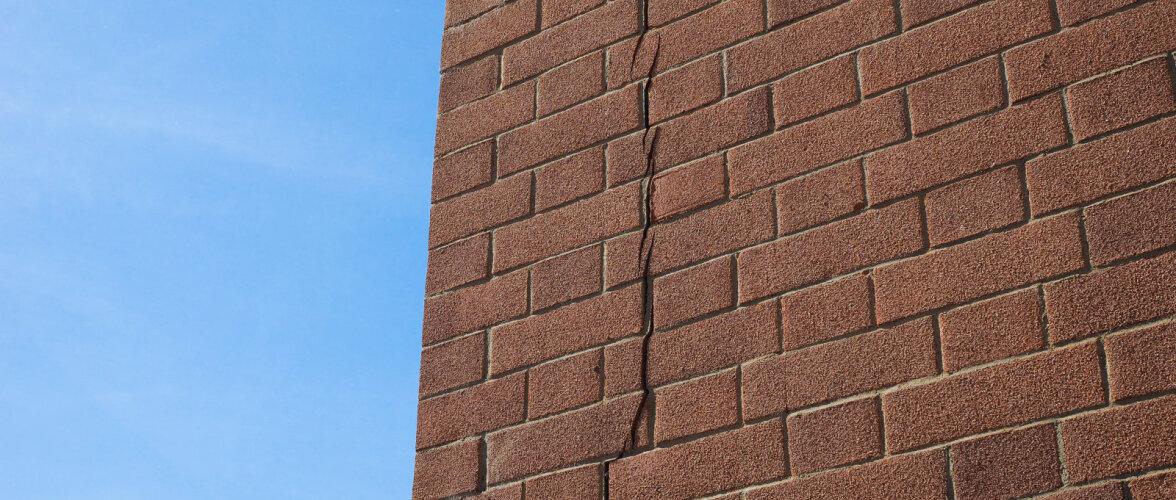 Põhjused, miks majade tellisseinad lagunevad. Mida teha, et vältida pragusid tellismüüris?