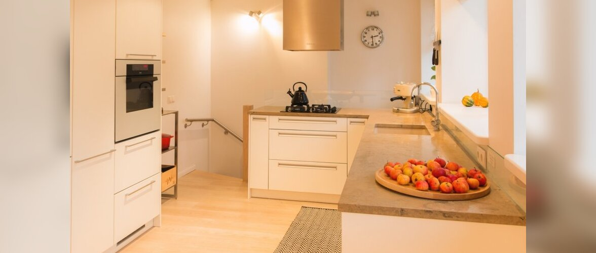 """Fotovõistlus """"Köök minu kodus"""": Värviliste Tasside Riiul"""
