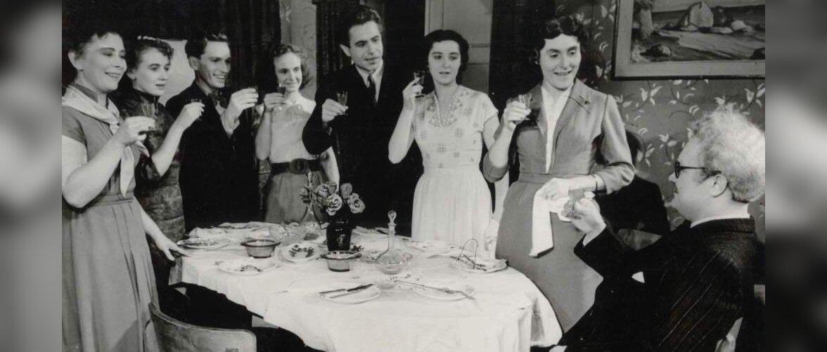 Nõuandeid koduperenaisele aastast 1968: kuidas katta lauda ja söögilauas käituda