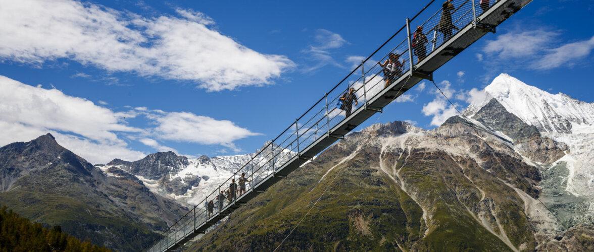 VAATA | Šveitsis avati maailma pikim jalakäijate rippsild