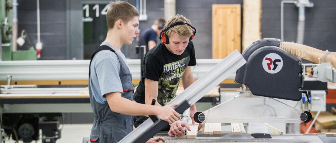 Tallinna Ehituskool valmistab ja kingib 100 lastetooli SOS Lastekülale