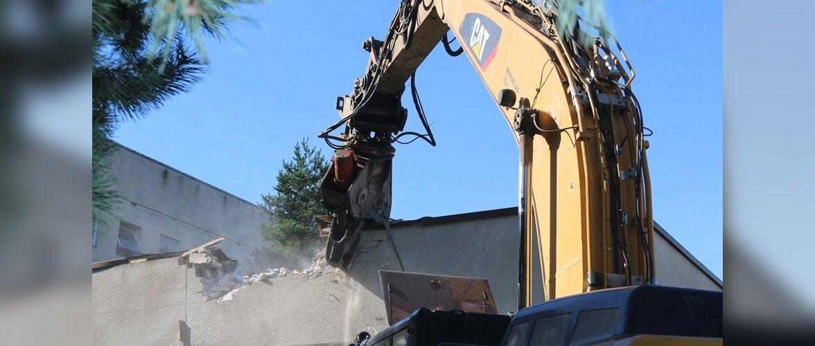 Täna alustati Mustamäe polikliiniku hoone lammutamistöödega