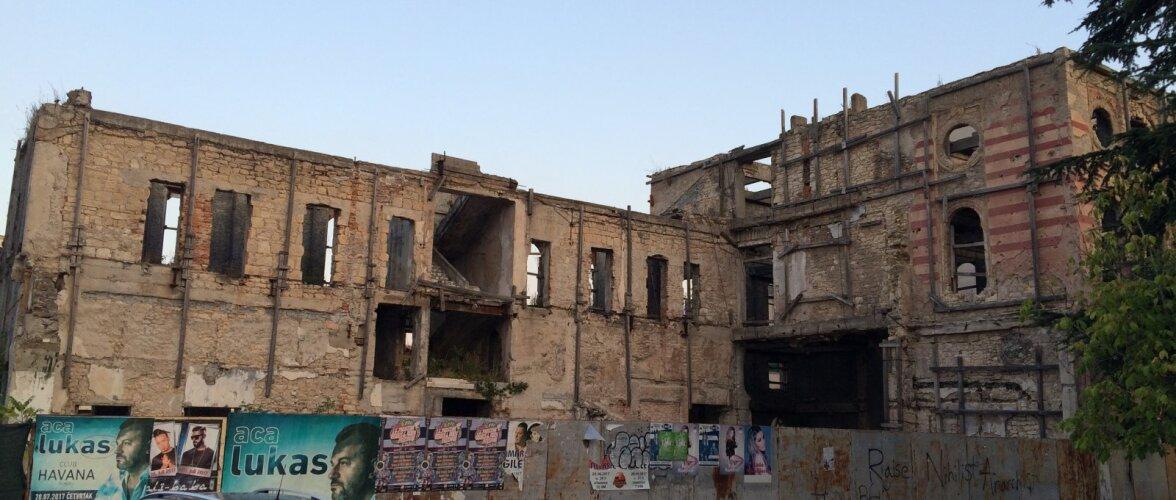 EHTSA BALKANI OTSINGUIL   Kuuliaugud tuletavad teravalt meelde, et ainult veidi üle 20 aasta tagasi oli linn haaratud verisesse sõtta