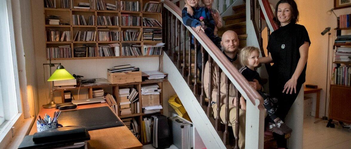 Koos on peaaegu terve pere: Herta Inge, Uma Chantal, isa Priit, pesamuna Dag Ferdinand ja ema Yoko.Kaarel Bo otsustas pildistamise ajaks oma tuppa jääda.