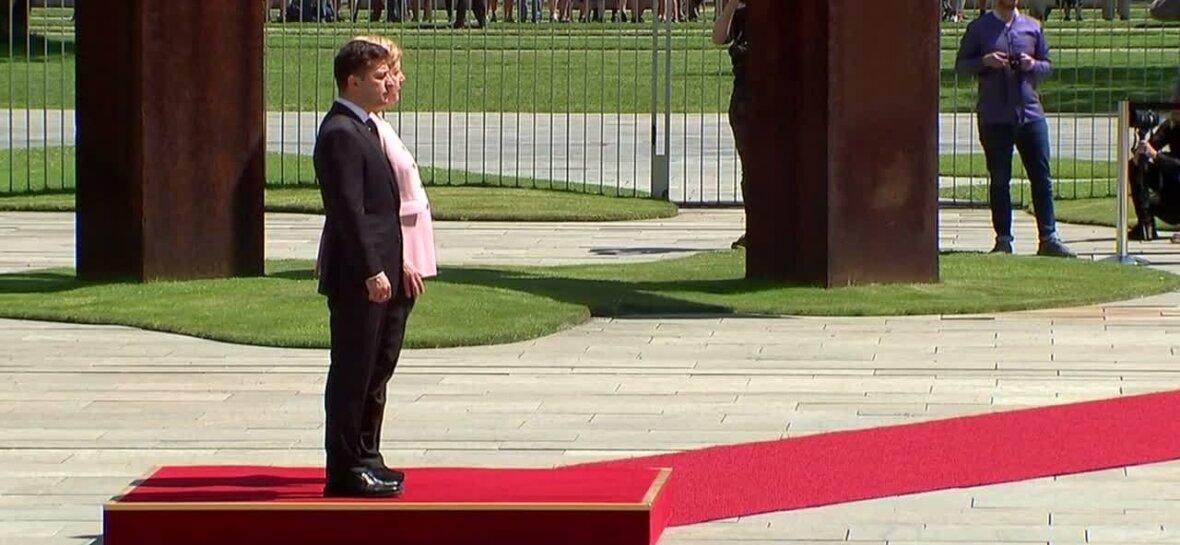 VIDEO | Angela Merkel värises kohtumisel vedelikupuuduse tõttu