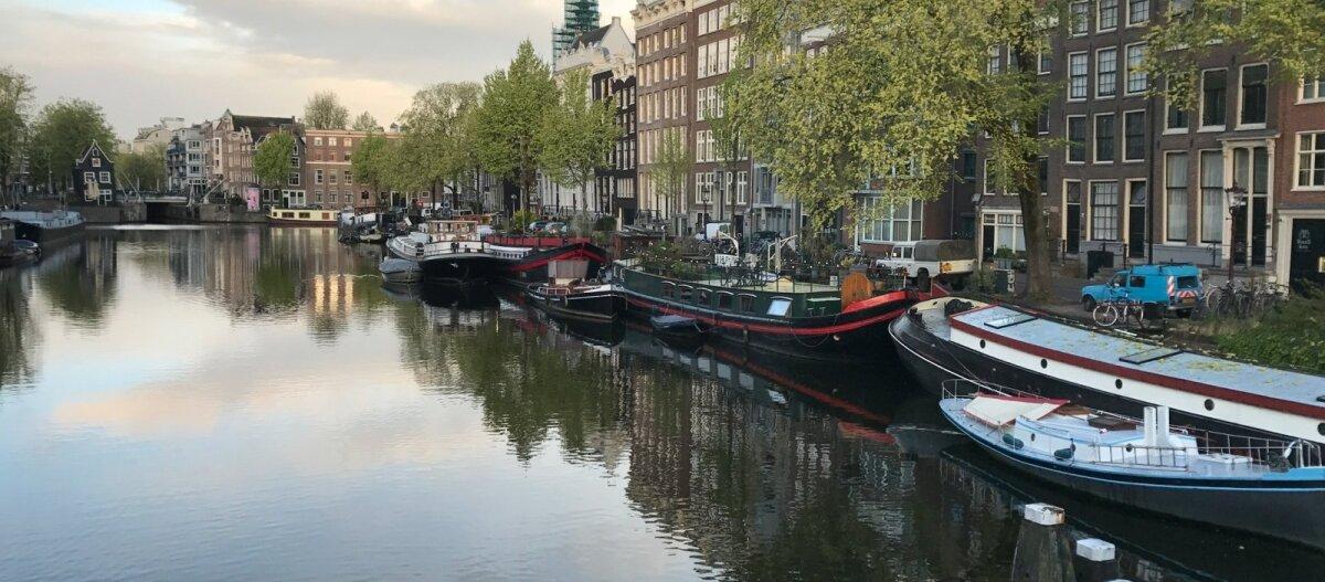 В Амстердаме раздают дорогой антиквариат с одним условием