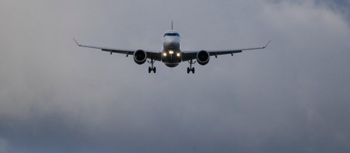 ВИДЕО: Опасная посадка пассажирских самолетов в ураган