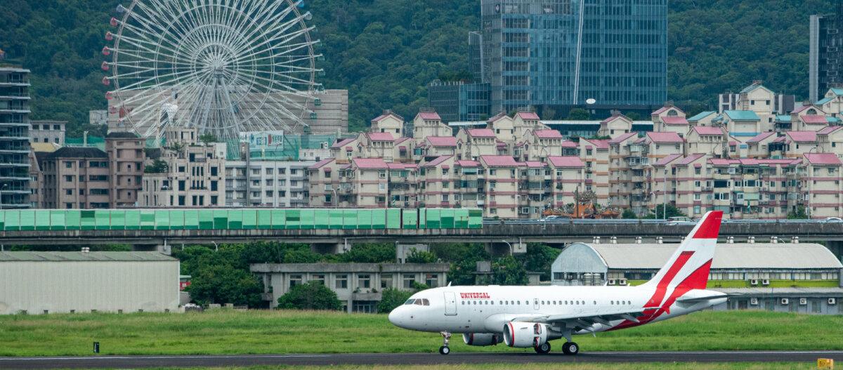 Жители Тайваня так соскучились по путешествиям, что теперь летают в никуда: приходят в аэропорт, садятся в самолет, три часа кружат в воздухе — и снова домой!