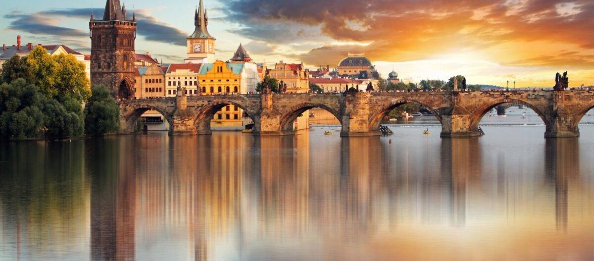 Чехия закрывает все школы и университеты из-за коронавируса