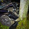 Viljandimaal sõitis auto vastu puud