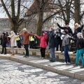 ФОТО | Антикоронавирусные протесты на Тоомпеа: люди выстраиваются в цепь, взявшись за руки. Присутствуют и дети