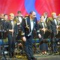 Kaitseväe orkester 2014. aasta heategevuskontserdil Ukraina toetuseks, juhatab kolonelleitnant Peeter Saan