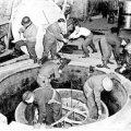 Kaljukoopas asunud Saksa katsereaktori leidsid USA sõdurid 1945. aasta aprillis. Nad võtsid selle Ühendriikidesse saatmiseks tükkideks lahti. (Foto: Wikimedia Commons)