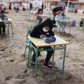 ВИДЕО   Испанские школьники теперь учатся на пляже