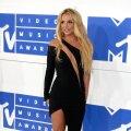RAHATU MILJONÄR. Kuigi Britney varandust hinnatakse 60 miljonile dollarile, keelati tal näiteks endale sušit tellida ja jalatseid osta. Kui Britney parasjagu ei esinenud, keelati talle tavapärane luksus, nagu juuksur, maniküür ja massaaž. Poptähele öeldi, et raha pole.
