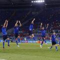 Itaalia koondis järjekordset võitu tähistamas