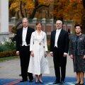 ФОТО И ВИДЕО   Кальюлайд в белом, Карисы в черном. Президентские пары выбрали для церемонии инаугурации максимально классические наряды