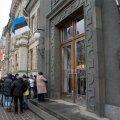 Järjekord Eesti Panga ees. Pilt on illustratiivne