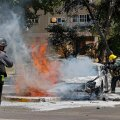 Iisraeli tuletõrjujad pärast Hamasi raketirünnakut Ashkeloni linnas, kus konflikt on nõudnud kahe elaniku elu.