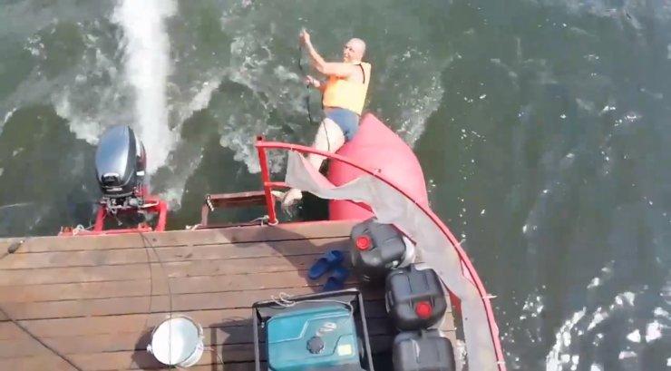 MAALEHT SIBERIS | Kuidas mootorpaadist ujumas käia, kui ei viitsi mootorit välja lülitada