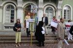 DELFI FOTOD: EKRE tervitab Merkelit Toompeal piketiga massiimmigratsiooni vastu