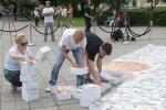 """Annetuskeskkond """"Ma armastan aidata"""" tähistas oma viiendat sünnipäeva Tallinna kesklinna, Tammsaare parki kerkiva Eesti suurima mosaiigi kokkupanekuga."""