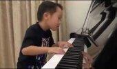 TÄIESTI USKUMATU TALENT: 4aastane poiss mängib klaverit paremini kui professionaalid