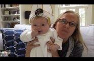 Младенец в мини-шапке Папы Римского рассмешил Франциска