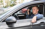 Eesti Päevalehe praktikandile Aleksander Pihlakule tegid häid pakkumisi kaks turvafirmat. Töövestlusel Elektritaksoga sai ta seda sõiduvahendit ka ise proovida.
