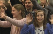 DELFI VIDEO: Võimas! Kelly Sildaru koolipere annab oma õnnitlused edasi tema kuulsat võidutantsu tantsides