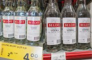 Kaubandusjuhtide sõnul käivad alkoholiaktsiisi tõusu tõttu valgalased viina ostmas Lätist, kus see on odavam. Seda tehti juba ka euro tulekul, kui on tehtud see pilt.