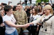 ФОТО: Смотрите, кто встречает Надежду Савченко в аэропорту