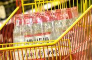 В магазинах у границы с Латвией покупают все меньше крепкого алкоголя