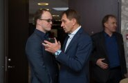 EOK president Urmas Sõõrumaa (paremal) selgitas eile täitevkomitee liikmetele uutmisplaane.