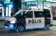 Soomes tõmmati öösel pangaautomaat autoga seinast välja