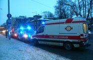 Politsei ja kiirabi Narva maanteel