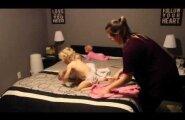 ВИДЕО: Супермама или как уложить спать четырех малышей