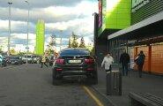 FOTO: Parkimisboss käis Lasnamäel šoppamas