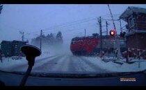 VIDEO | Raudteetöötaja uskumatu hooletus