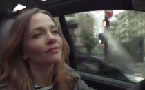 Humoorikas VIDEO: Naine napsab endale parkimiskoha... Vaata, mis ebameeldiv üllatus teda hiljem tabab!
