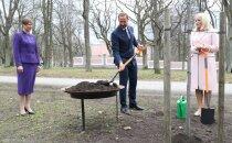 FOTOD | Norra kroonprints Haakon ja kroonprintsess Mette-Marit istutasid Kadrioru parki tamme