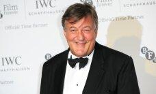 PULMAPILDID: Briti koomik Stephen Fry pani oma noore geikallimaga leivad ühte kappi
