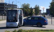 FOTOD | Tallinnas põrkasid kokku isejuhtiv buss ja sõiduauto