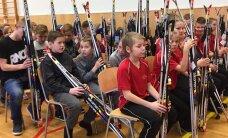 Доброе дело: ЭОК подарил школам 150 комплектов лыжного инвентаря