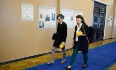 KLÕPS: Kas fraktsioonis läheb võileivateoks? Yoko Alender ja Heidy Purga saabusid Riigikogu istungile, pätsid pihus